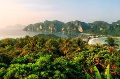 Widok Phi Phi Don wyspa od przegapiającego, Krabi prowincja, Tha Fotografia Stock