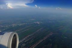 Widok piękna chmura samolot od okno - zdjęcia royalty free