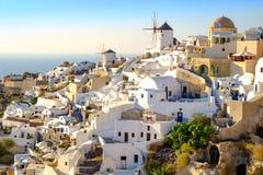 Widok piękna wioska Oia z białkuję i kolorowy hous Obrazy Royalty Free