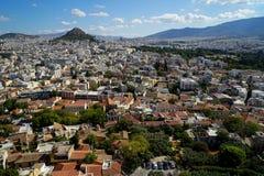 Widok piękny Ateny pejzaż miejski od akropolu widzii budynek architekturę, górę Lycabettus, górę, niebieskie niebo i chmurę, Zdjęcia Royalty Free