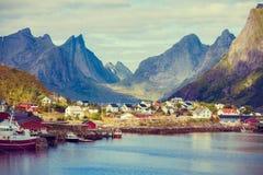 Widok piękna wioska rybacka Reine, Norwegia Fotografia Stock