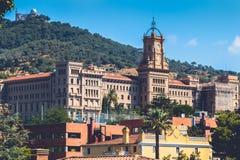 Widok Pia De Sarria szkoła na wzrostach Barcelona, Hiszpania zdjęcia stock