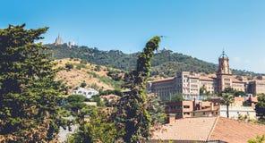 Widok Pia De Sarria szkoła na wzrostach Barcelona, Hiszpania zdjęcie stock