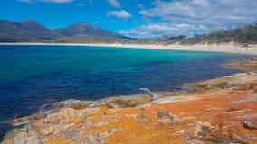 Widok plaża przy Wineglass zatoką zdjęcie royalty free
