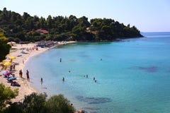 Widok plaża z ludźmi w lagunie Grecja obraz royalty free