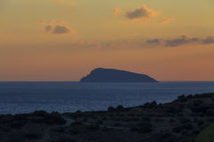 Widok plaża na wyspie Crete przy zmierzchem Grecja Obrazy Stock
