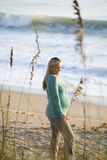 widok plażowa ciężarna boczna trwanie kobieta fotografia royalty free
