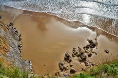 Widok Południe Plaża, Tenby z tocznymi fala. zdjęcie royalty free