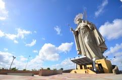 WIDOK podwórze wielka Katolicka statua w świacie, Santa Rita De Kasja Santa CRUZ BRAZYLIA, Wrzesień - 25, 2017 - Zdjęcia Stock