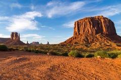 Widok Pomnikowa dolina przy półmrokiem Zdjęcie Stock