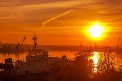 Widok port przy zmierzchem Zdjęcie Royalty Free
