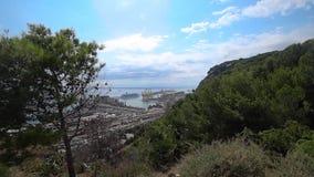 Widok port w Barcelona na słonecznym dniu zbiory