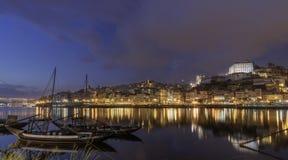 Widok Porto z rabeiro klasyczną łodzią przy zmierzchem zdjęcie stock