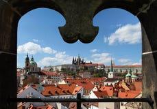 Praga kasztel od mosta wierza Fotografia Royalty Free