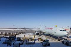 Widok prawie przygotowywający dla odlota Air Canada samolot Zdjęcie Stock
