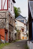 Widok przesmyk brukował ulicznych i średniowiecznych domy Obrazy Royalty Free