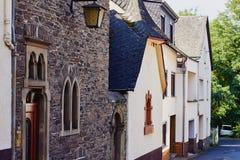 Widok przesmyk brukował ulicznych i średniowiecznych domy Zdjęcie Royalty Free