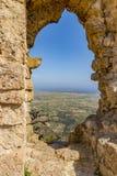 Widok przez Kantaru kasztelu okno, Cypr Obraz Royalty Free