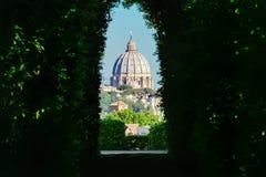 Widok przez keyhole Aventine wzgórze Zdjęcia Royalty Free