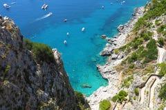 Widok Przez Krupp od ogródów pochodzi Marina Piccola morze Augustus, Capri wyspa, Włochy fotografia royalty free