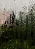 Widok przez okno dom na wsi w dżdżystej pogodzie Fotografia Royalty Free