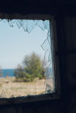 Widok przez okno z łamanym szkłem Obraz Royalty Free