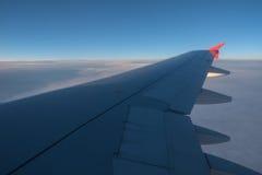 Widok przez samolotowego okno Obrazy Royalty Free