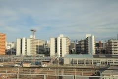 widok przez tramwajowego okno miasto linia horyzontu obraz royalty free