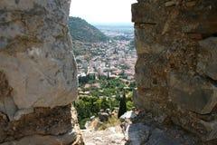 widok przez wojownik batalistycznej pozyci w średniowiecznym fortecy zdjęcia stock