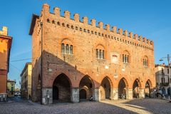 Widok przy budynkiem pałac Cittanova w ulicach Cremona w Włochy obrazy royalty free