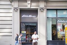 Widok przy Eddie Bauer sklepem w Nowy Jork zdjęcie stock