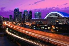 Widok przy Gardiner autostradą w Toronto, Kanada przy nocą Fotografia Royalty Free