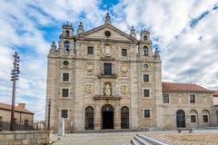 Widok przy klasztorem Santa Teresa Avila, Hiszpania - Zdjęcie Stock