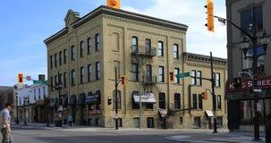 Widok przy królewiątkiem i Erb ulicy w Waterloo, Kanada 4K zdjęcie wideo