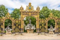 Widok przy Neptun fontanną przy miejscem Stanislas w Nancy, Francja - Fotografia Stock
