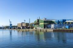 Widok przy rzecznym Peene dockyard teren w Wolgast Fotografia Royalty Free