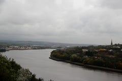 Widok przy rzecznym Tyne w Newcastle północno-wschodni England jednoczył królestwo zdjęcia stock