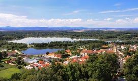 Widok przy sławnym grodzkim Hluboka nad Vltavou od kasztelu zdjęcia royalty free