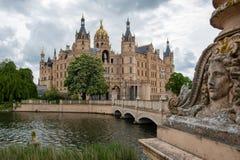 Widok przy sławnym Schwerin kasztelem z złotą kopułą zdjęcia stock