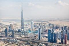 Widok przy Sheikh Zayed Droga drapaczami chmur w Dubaj Obraz Royalty Free