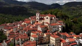 Widok przy starym miasteczkiem Rivello w Włochy zbiory