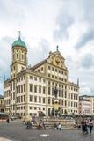 Widok przy urzędu miasta budynkiem przy rynkiem Augsburski - Niemcy Zdjęcia Stock