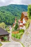 Widok przy wioski drogą Onies Onach w dolomitach Włochy Zdjęcia Stock