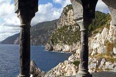 Widok przy wzdłuż wybrzeża Portovenere w Włochy Zdjęcia Royalty Free