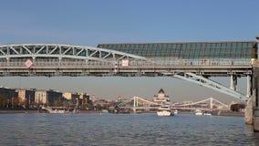 Widok Pushkinsky Andreevsky most Moskva rzeki dzień i moscow Rosji zbiory