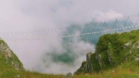 Widok pusty wiszący most na viewing miejsca Rosa piku Dolny widok zbiory wideo