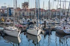 Widok rekreacyjne i intymne łodzie w Leca da Palmeira marina zdjęcia stock