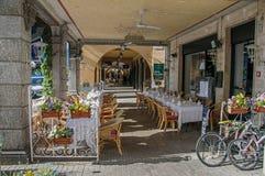 Widok restauracj krzesła na zwyczajnym przejściu w Bellagio i stoły Obraz Stock