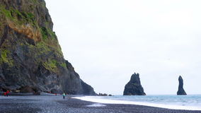 Widok Reynisdrangar rockowa formacja od Reynisfjara plaży zbiory wideo