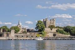 Widok Rochester katedra przez rzecznego Medway i kasztel Obrazy Royalty Free